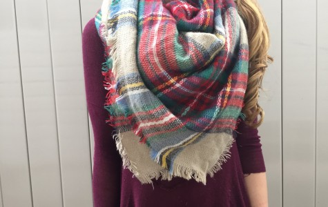 A warm and yet very stylish plaid blanket scarf: definitely a must for this season!